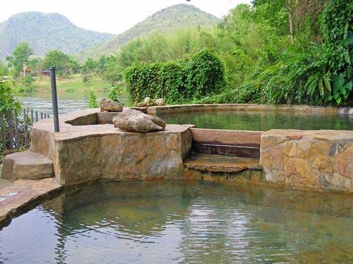 Eine Erfrischung im Pool der Anlage