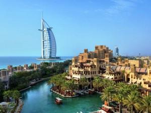 """Das berühmte Hotel """"Burj al Arab"""" in Dubai"""